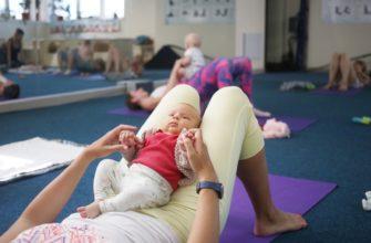 fitness avec un bébé dans ses bras