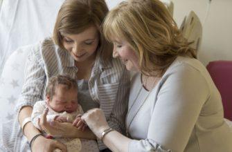 belle-mère avec bébé