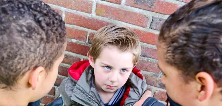 enfant victime d'intimidation à l'école