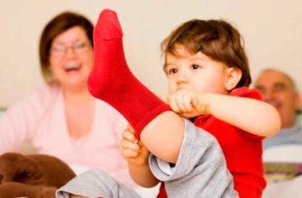 apprendre à bébé à s'habiller
